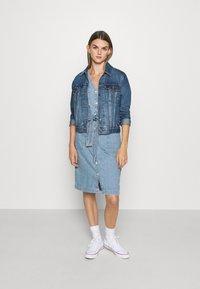 Levi's® - BRYN DRESS - Dongerikjole - light blue denim - 1