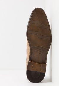 Pier One - Elegantní šněrovací boty - sand - 4