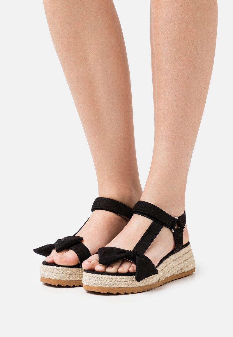mtng - LYDIA - Sandály na platformě - black
