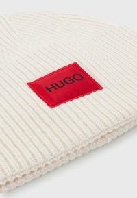 HUGO - XAFF - Beanie - natural - 2