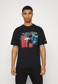 Converse - BASQUIAT ELEVATED TEE UNISEX - Camiseta estampada - black - 0