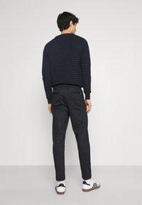 Kronstadt - CLUB JOGGER TEXTURE PANTS - Trousers - navy check - 2