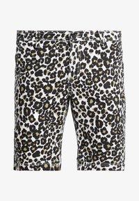 Urban Classics - STRETCH - Shorts - white leo - 4