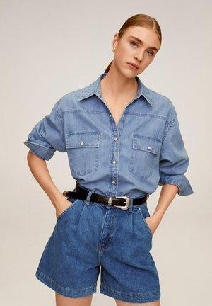 REGINA - Short en jean - middenblauw