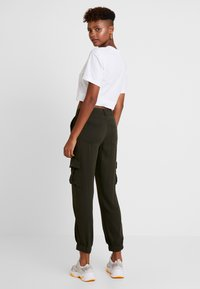 ONLY - ONLLEA CARGO PANT - Trousers - kalamata - 3