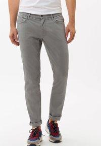 BRAX - STYLE CHUCK - Straight leg jeans - platin - 0