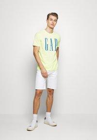 GAP - LOGO - Print T-shirt - wild lime - 1