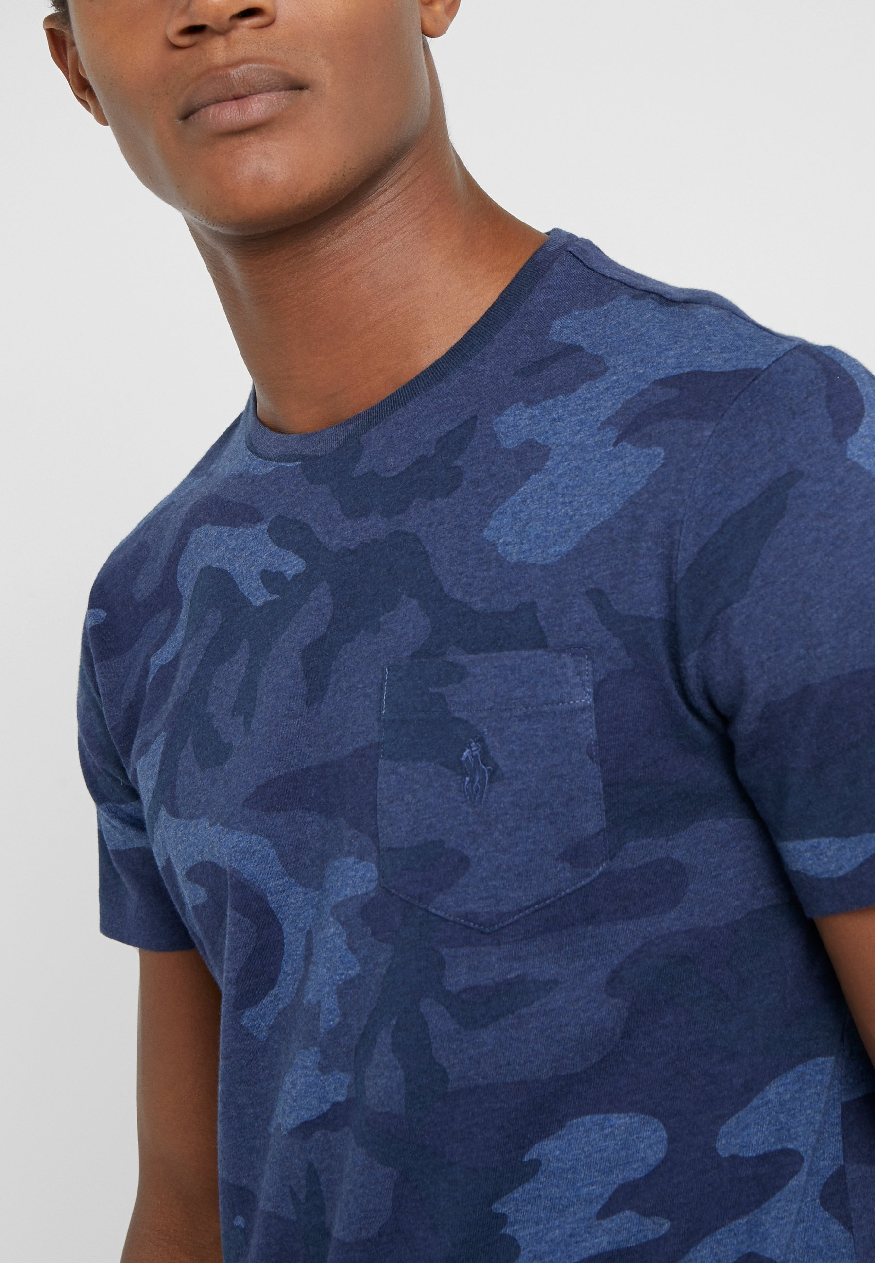 Nowy styl Gorąca wyprzedaż Polo Ralph Lauren T-shirt z nadrukiem - blue heat | Odzież męska 2020 NkYFl