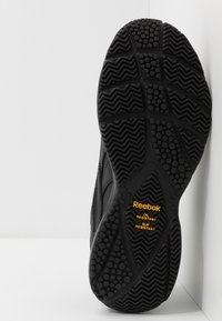 Reebok - WORK N CUSHION 4.0 - Zapatillas para caminar - black/cold grey - 4