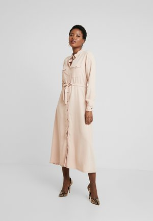 AMIRA - Denim dress - rosa