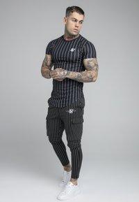 SIKSILK - PINSTRIPE TEE - Print T-shirt - black - 1
