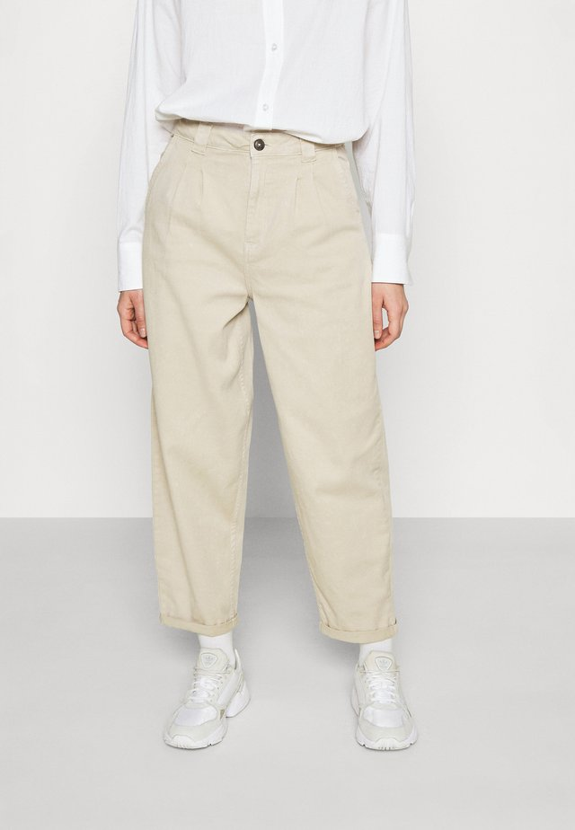 NMLOU FOLD UP ANK PANTS - Jeans baggy - chateau gray