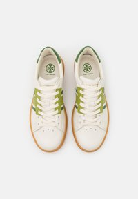 Tory Burch - HOWELL COURT - Tenisky - new ivory/sport spinach green - 4
