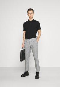 Selected Homme - SLHSLIM MYLOLOGAN CROP - Trousers - light grey melange - 1