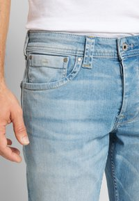 Pepe Jeans - CASH SHORT - Jeansshort - light-blue denim - 3