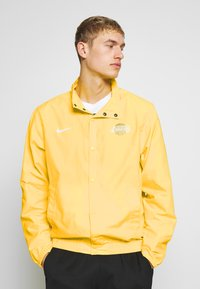Nike Performance - NBA LOS ANGELES LAKERS CITY EDITION JACKET - Club wear - amarillo/white - 0