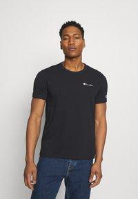 Champion Reverse Weave - CREWNECK LABELS - Print T-shirt - black - 0