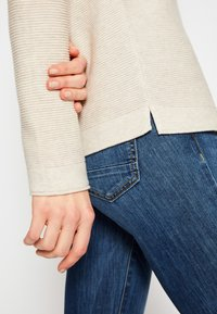 TOM TAILOR - SWEATER NEW OTTOMAN - Pullover - dusty alabaster melange - 7