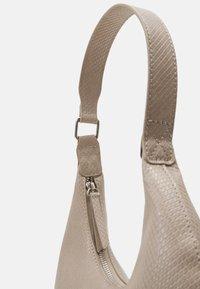 Pieces - PCULLE SHOULDER BAG - Käsilaukku - birch/silver - 4