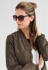 VOGUE Eyewear - Sluneční brýle - brown - 0