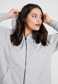 Nike Sportswear - HOODY PLUS - Mikina na zip - grey heather/white - 3