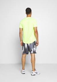 Nike Performance - DRY SHORT PRINT - Sports shorts - black/white - 2