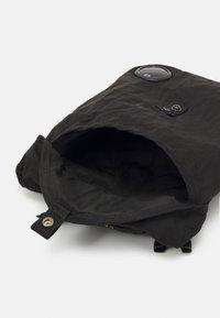 C.P. Company - Taška spříčným popruhem - black - 3