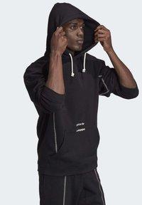 adidas Originals - HOODIE - Hoodie - black - 3