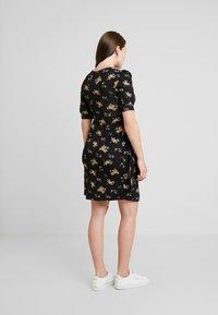 Envie de Fraise - HENRIETTE MATERNITY DRESS - Jerseyjurk - black/yellow - 3
