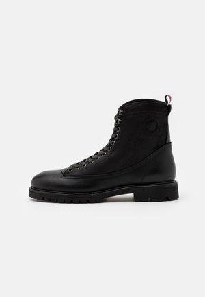 VICIOUS PREMIUM - Šněrovací kotníkové boty - total black