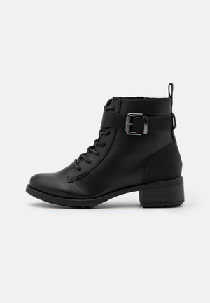 WIDE FIT BUCKLE BOOT - Šněrovací kotníkové boty - black