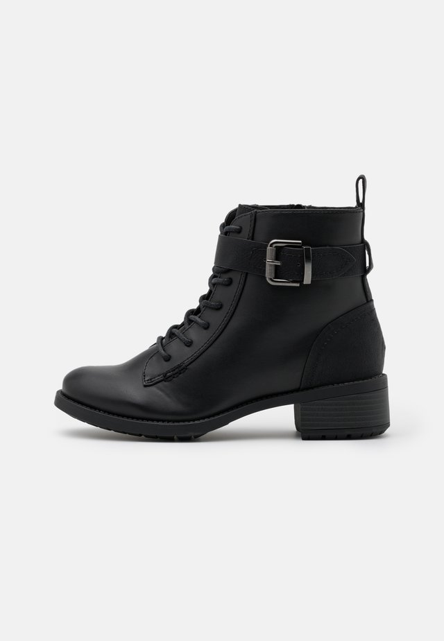 WIDE FIT BUCKLE BOOT - Botines con cordones - black