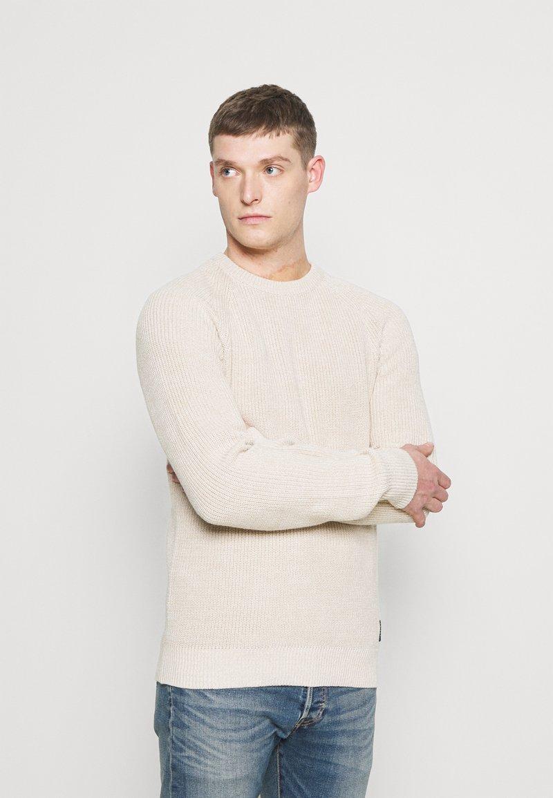 Selected Homme - SLHIRVING CREW NECK - Neule - bone white