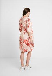Queen Mum - DRESS 3/4 AUSTIN - Korte jurk - emberglow - 3