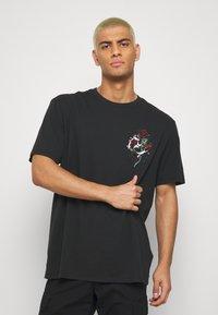 AllSaints - QUICKNESS CREW - T-shirts print - black/white/red/green - 0