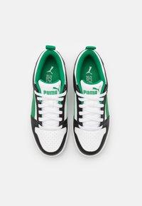 Puma - REBOUND LAYUP UNISEX - Trainers - white/green/black - 3