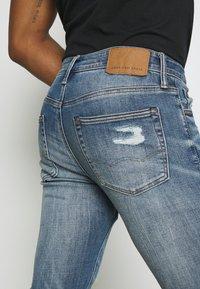 American Eagle - MEDIUM MENDED - Jeans Skinny Fit - indigo fray - 4