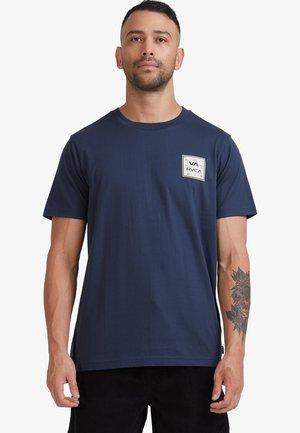 ALL THE WAYS  - Print T-shirt - moody blue