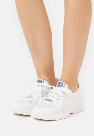 VINYASA - Sneaker low - white