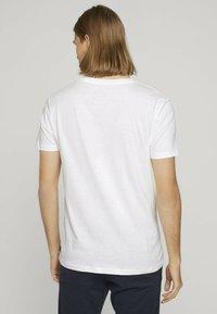 TOM TAILOR DENIM - MIT FOTOPRINT - Print T-shirt - white - 2