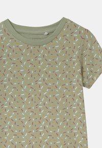 Name it - NBFBARBEL 3 PACK - T-shirts print - desert sage - 3