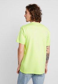 Vans - CLASSIC - Print T-shirt - sharp green/black - 2
