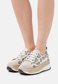 Gaimo - TIERRA - Sneakers laag - carmela/pesca silk stone - 0