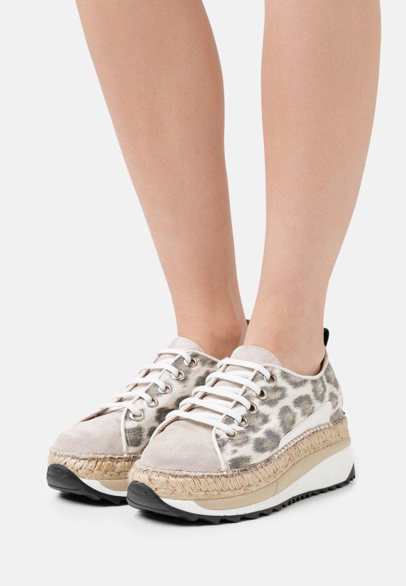 Gaimo - TIERRA - Sneakers laag - carmela/pesca silk stone
