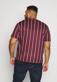 Projekts NYC - HARROW SIGNATURE IN CAMO - T-shirt con stampa - burgundy - 2