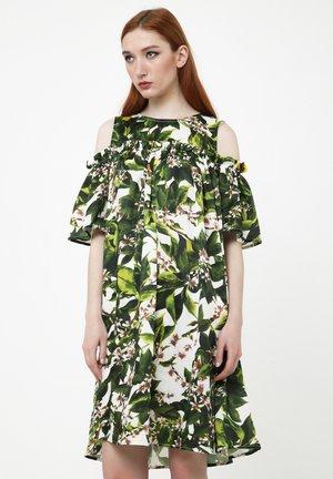 NINEL - Day dress - milchig, khaki