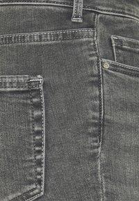 ONLY Tall - ONLBLUSH LIFE - Shorts di jeans - medium grey denim - 2