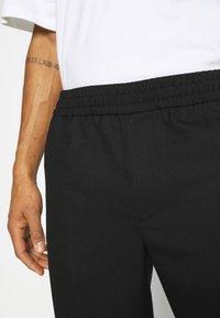 ARKET - TROUSERS - Kalhoty - black - 5