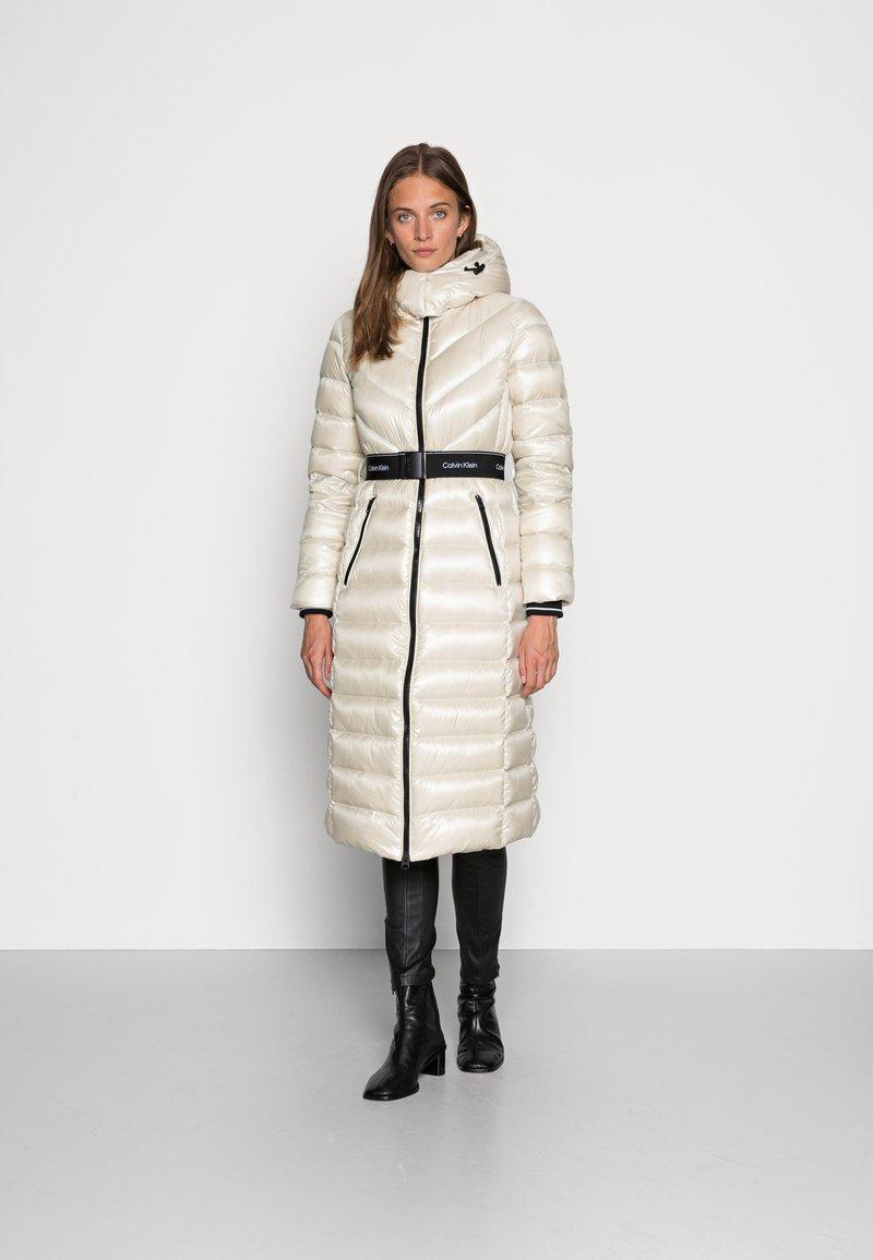 Calvin Klein - LOFTY COAT - Down coat - bleached stone