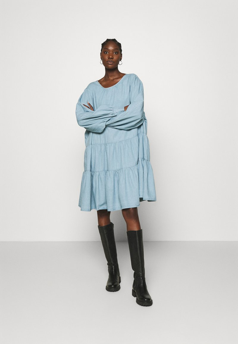 Selected Femme - SLFGILLI SHORT DRESS - Denim dress - light blue